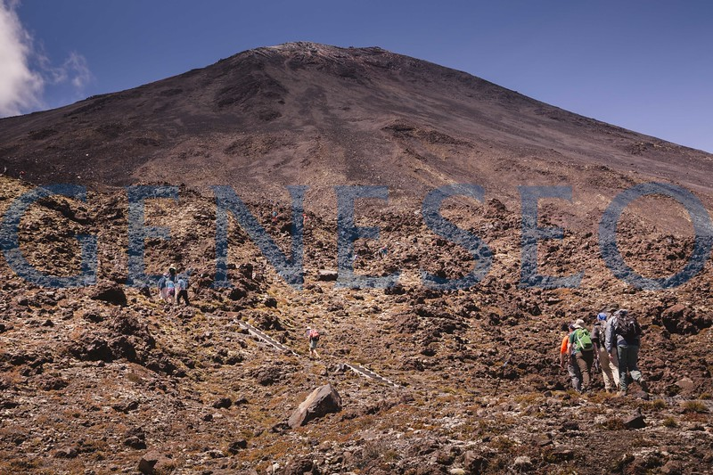 Geology field studies group explores the Tongariro Alpine Crossing