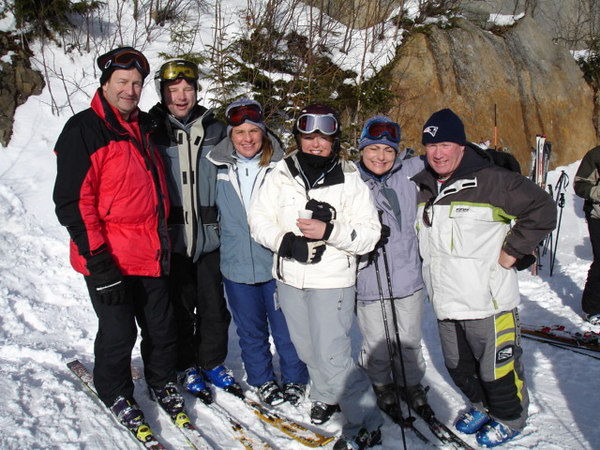 Met up with Mr. Regan and some friends and had a quick break for some champagne on the slopes of Killington... Great weekend for those who could make it,, and 1-900 a weekend usually ends on Sunday, Monday at the latest....  It is not a 5 day weekend and a 2 day work week!