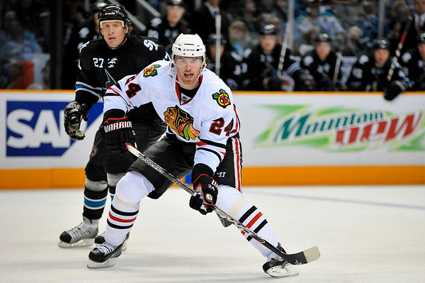26 November 2008:  Chicago Blackhawks right wing Martin Havlat (24) calls for the puck in front of San Jose Sharks center Jeremy Roenick (27) during the third period of the Sharks' 3-2 overtime victory over the Blackhawks at HP Pavillion in San Jose, California.  **** Editorial Usage Only *****