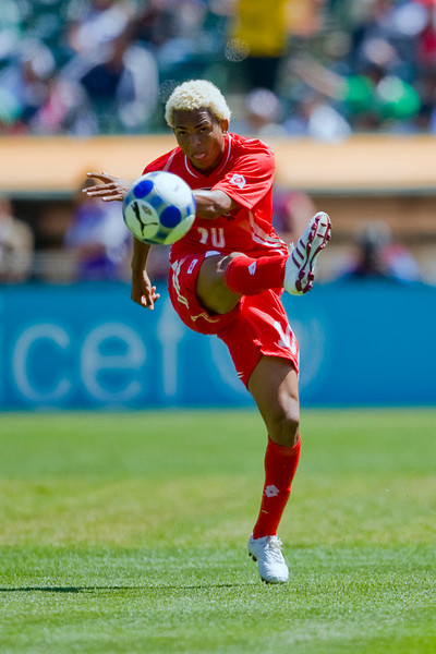 05 July 2009:  Panama midfielder Nelson Barahona (10) during the Group C match of the Confederation of North, Central America and Caribbean Association Football Gold Cup at the Oakland-Alameda County Coliseum in Oakland, California.  Guadeloupe defeated Panama 2-1.