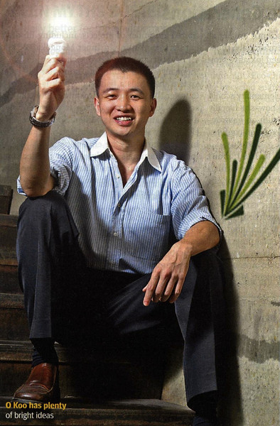 "Nov 20, 2008 City Weekend Shanghai ""Go Green"" cover story features JUCCCE's executive O Koo<br /> 上海《城市周刊》(2008年11月20日版)""追求绿色生活""的封面故事以聚思总经理 O Koo为主题"