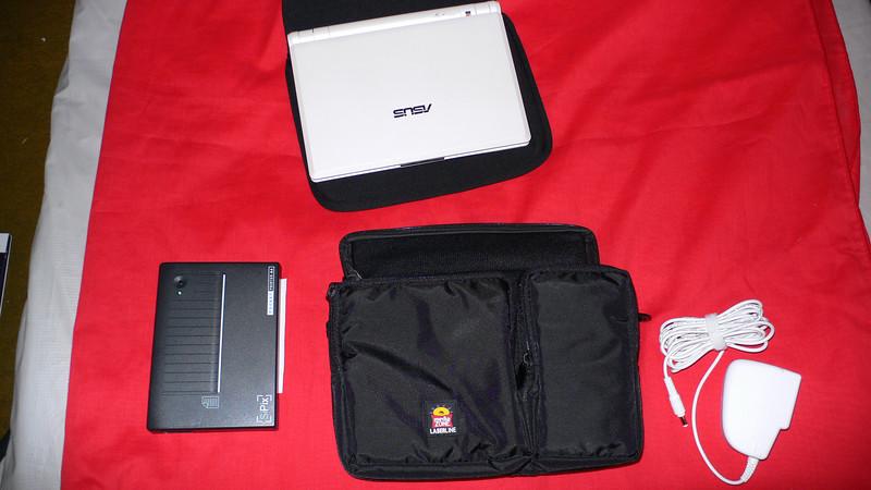Asus 701... SiPix bat ir/Ser  printer, PS for Ausu 701<br /> <br /> Case at center...