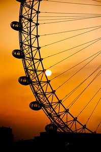 The rising sun shines through the London Eye