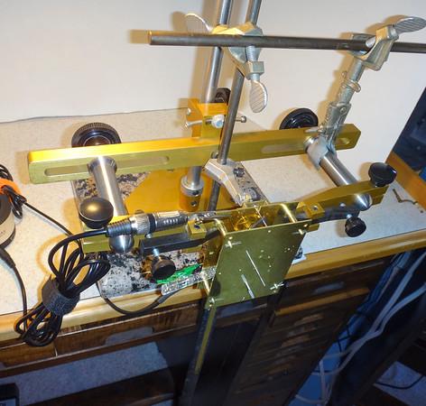 Mechanism Holder, with pendulum suspension