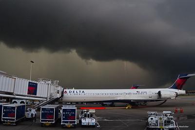 Gewitter am Flughafen GSP