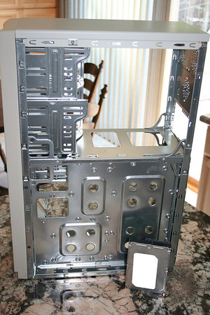 Right side of the case - Notice the mobo tray is removable