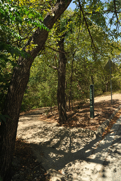 Entrance to Shoal Creek trail off of W 31st across from St Andrews
