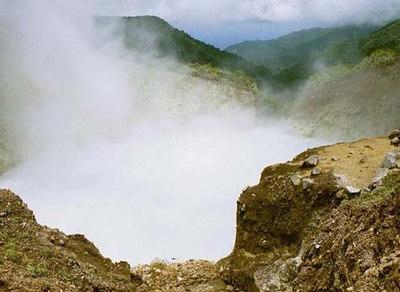 Suuruselt teine aktiivne kuumavee järv maailmas   World's second largest actively boiling lake