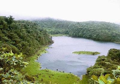Freshwater Lake - Dominica suurim järv   Freshwater Lake