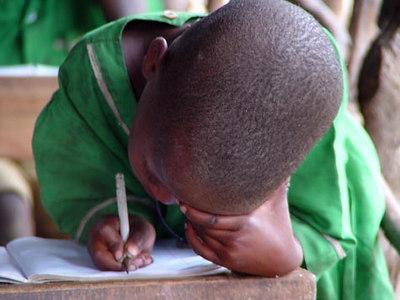 Maasai laps koolis  Maasai child at school - Ngorongoro