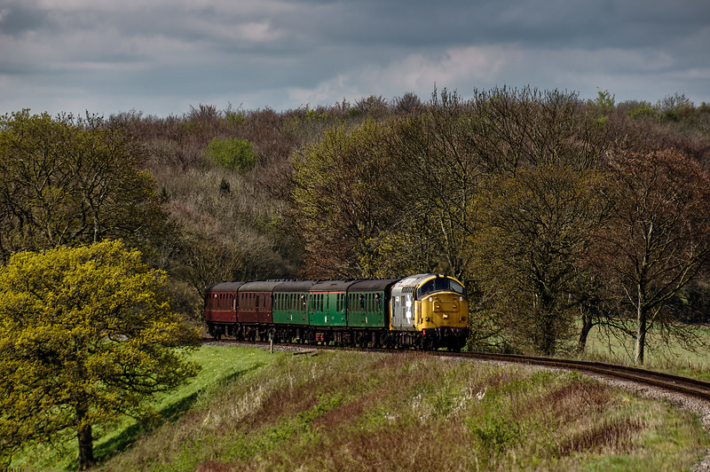 37901 on Wanders Curve, with the 10:35 Alresford - Alton, on 23rd April 2016.
