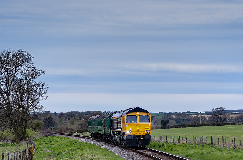 66738 and 205025 on Black Barn Curve, with the 16:54 Alresford - Ropley, on 28th April 2013.