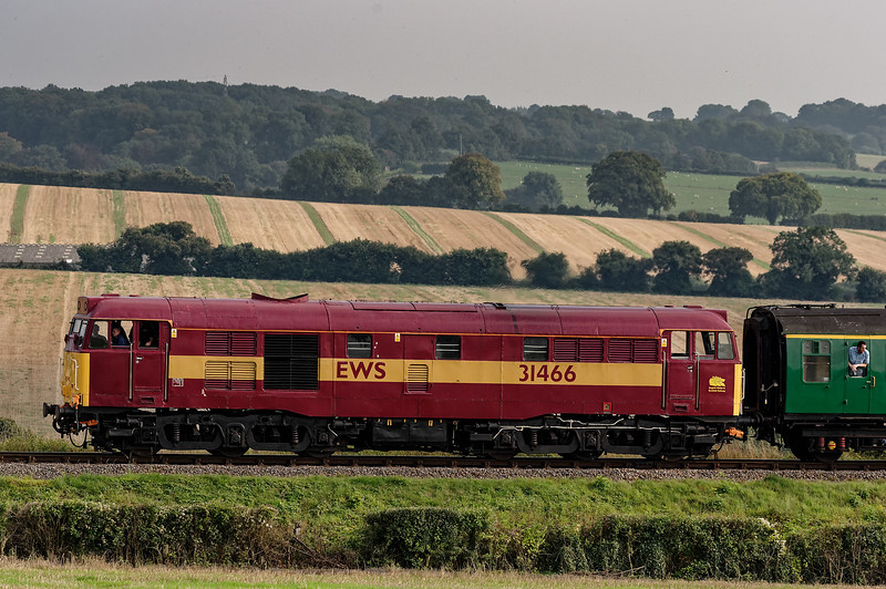 31466 on Wanders Curve, with the 16:35 Alresford - Alton, on 6th September 2014.
