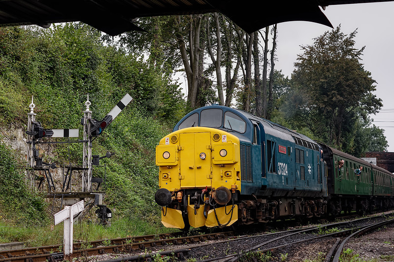 37324 arrives at Ropley, with the 11:00 Alton - Alresford,  on 7th September 2014.