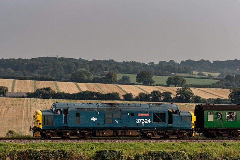 37324 on Wanders Curve, with the 17:15 Alresford - Alton, on 6th September 2014.