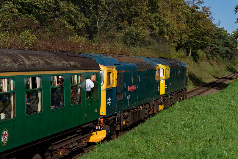 33053 / 33202 heading away from Ropley, with the 13:45 Alresford - Alton,<br /> on 20th October 2017.