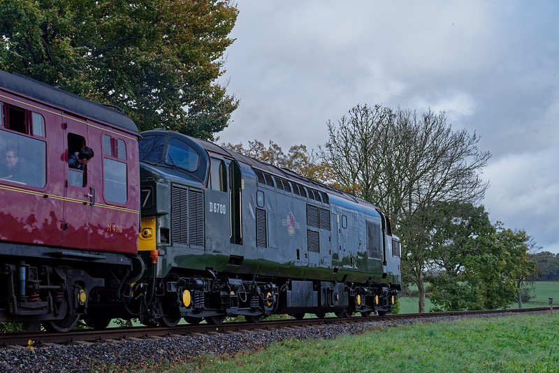 37350 heading onto Wanders Curve, with the 10:25 Alresford - Alton, on 21st October 2017.