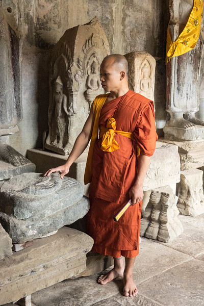 Visiting Monk to Angkor Wat