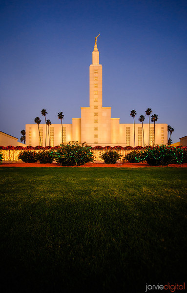 Los Angeles temple at Christmas