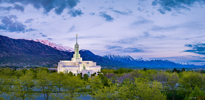 Timpanogos Temple - Timpanogos lit up