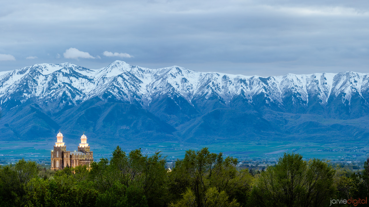 77MP - Panoramic Logan temple and wellsville mountains