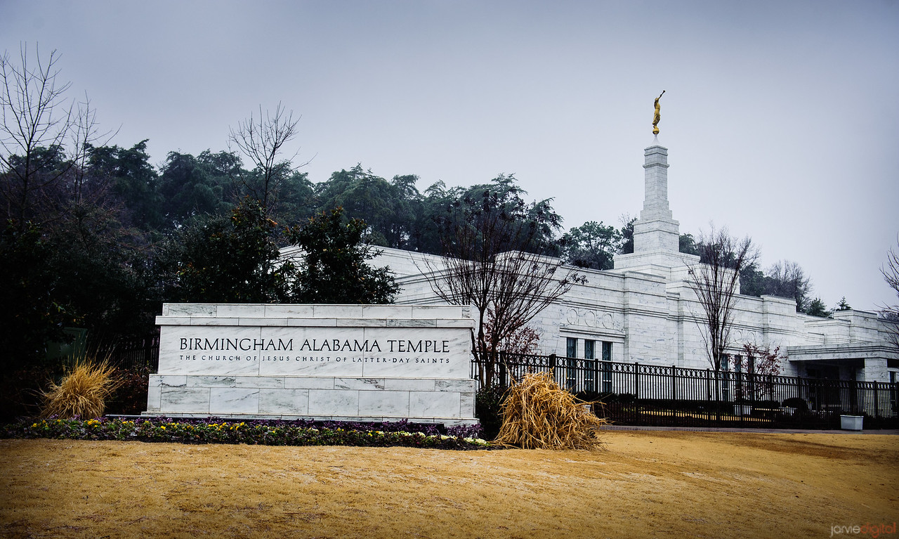 Birmingham Temple With Sign