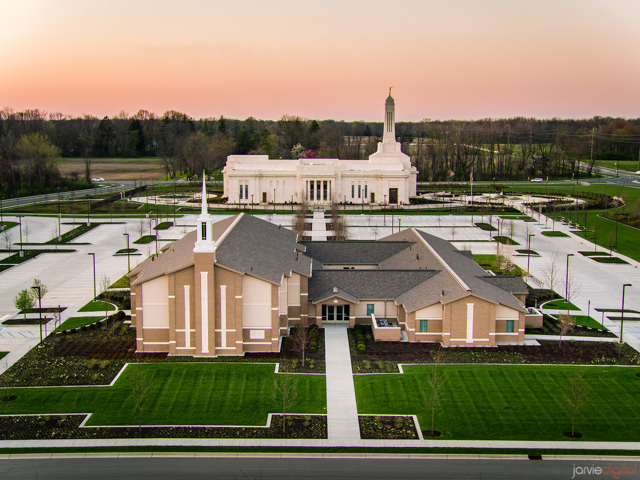Indianapolis LDS Temple - The chapel and the Temple