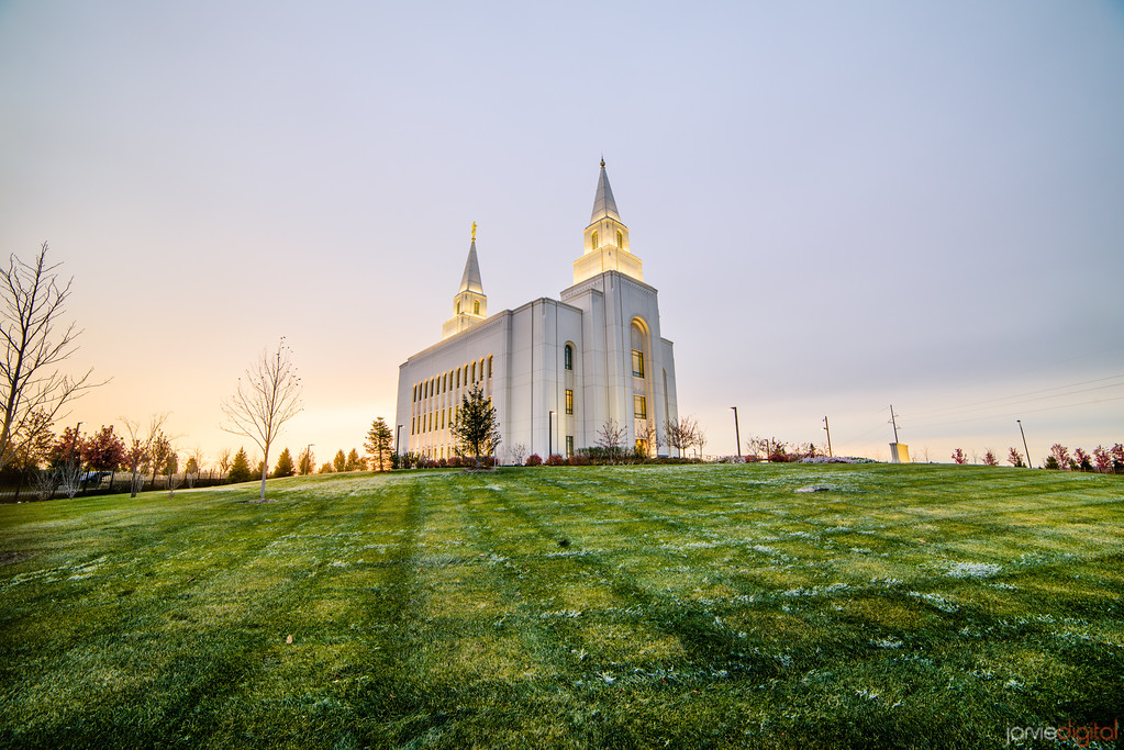 Kansas City Temple - Sunrise over lawn
