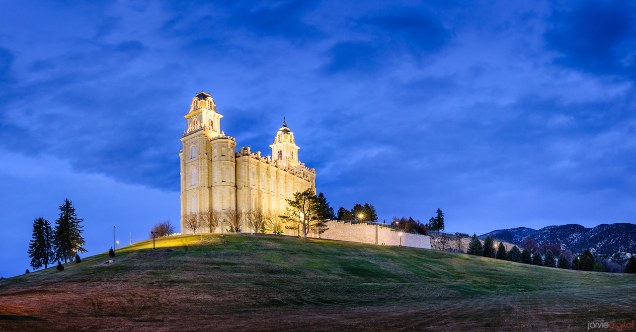 Manti Temple - On the hill (pano)