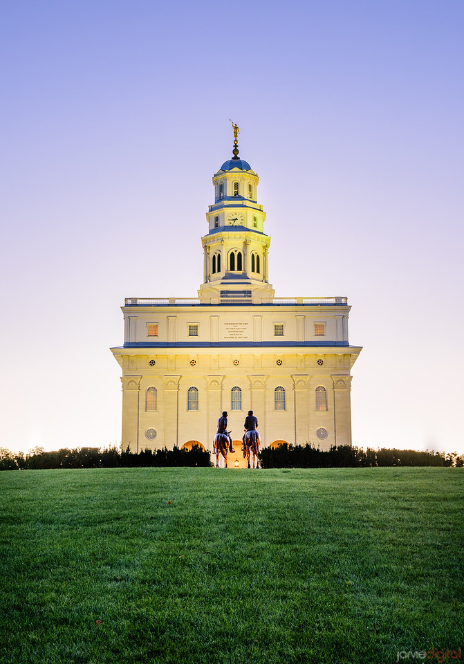 Nauvoo Temple - riders to the temple