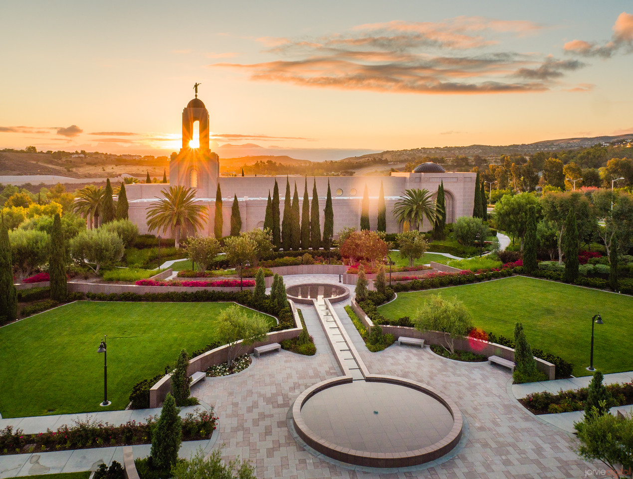 Newport Beach Temple - The warmth of the sun