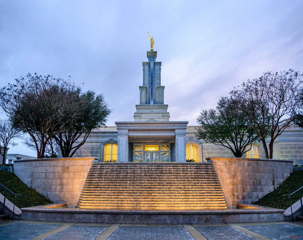 San Antonio Temple - Fountain front