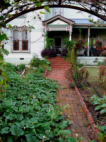 Folk Victorian Home with sprawling vegetation - Bell Buckle, TN
