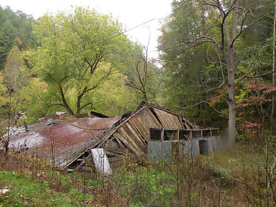 Rural decay on the way to Ballplay Falls