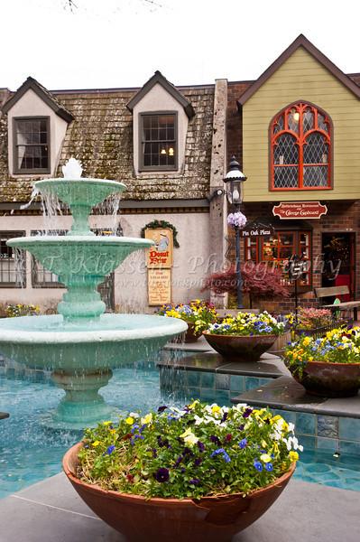 Shops along Park Ave. in Gatlinburg, Tennessee, USA.