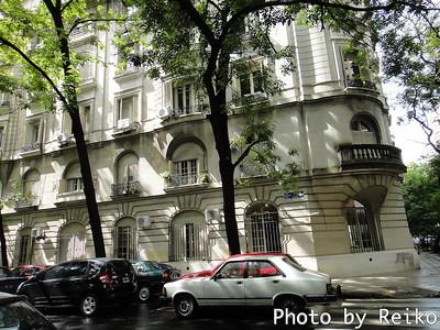 これなんか、まさにパリの16区のアパートみたい。