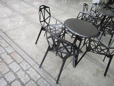 Royal Academy of Artsのコートヤード(中庭)テラス。 この椅子、いいなあ。