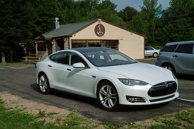 Tesla St Joe'sCafe 04885