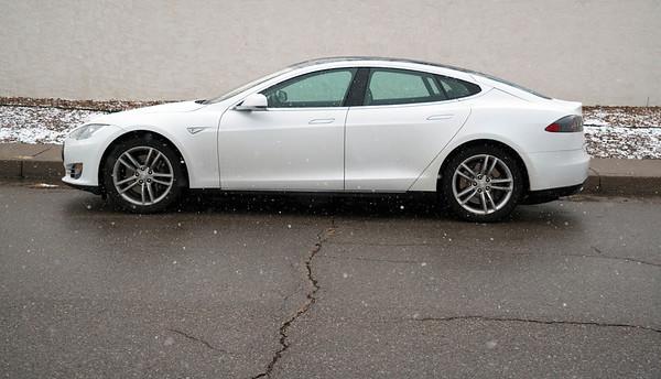 Tesla snow 2016 07217