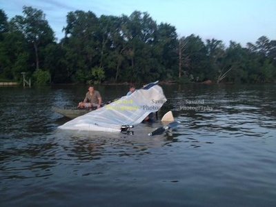 va-vg-pictures-hang-glider-crashes-into-james--002