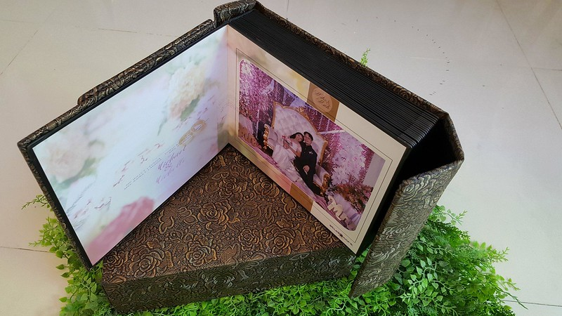 8X10 Magnetic Album | Floral Gold Album Cover with Casing