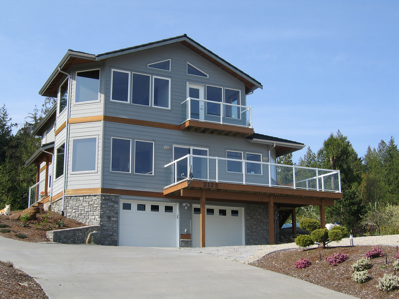 """We're very happy with our house. The design is ideal, the workmanship is top notch and its everything we hoped it would be.""<br /> Vic R., Point Roberts WA <br /> Custom Home<br /> <br /> ""I don't know what makes Bernie (Hansen) so easy to work with but you should bottle it and sell it!""<br /> Shannon T., Point Roberts WA <br /> Custom Home"