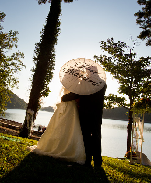 """""""Matt and Wendy photographed our wedding at Norris Lake in TN and our pictures were awesome!! I couldn't have asked for a better photography experience for our wedding!!! I was completely satisfied with all my prints and photo books. Everything they do is exceptional! Plus very reasonably priced!"""" -Tasia & Kyle 9.10.2011"""