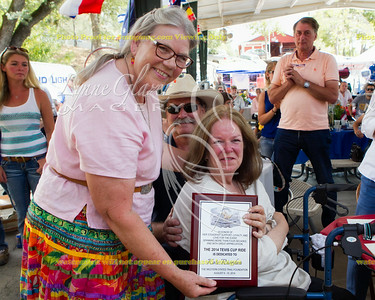 Shannon Weil presents the ride dedication plaque to Kate Riordan, for 40 years of service.