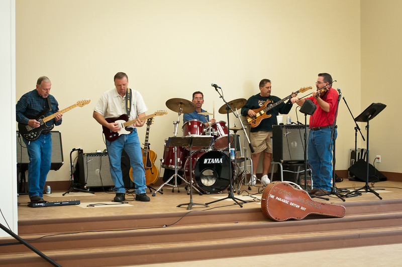 The Texas Paradise Band entertains the crowd.