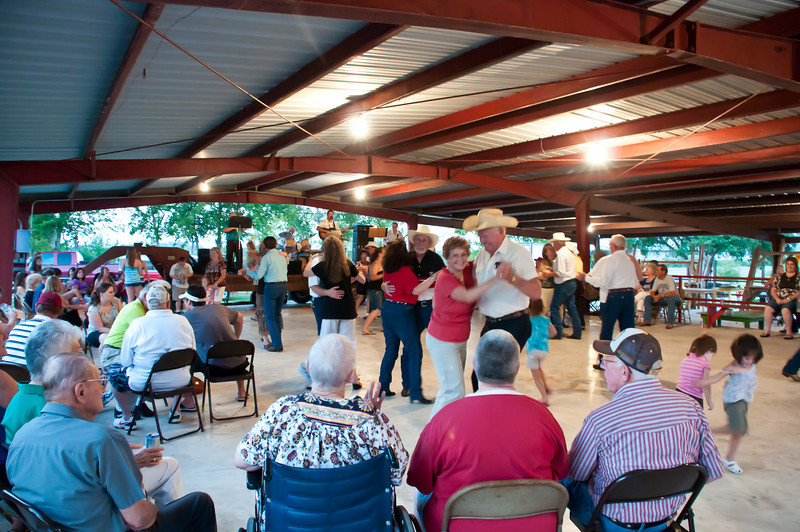 Dancing to the music of Daniel and the Country Boys