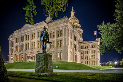 Texas State Capitol, Statue and Capitol Building