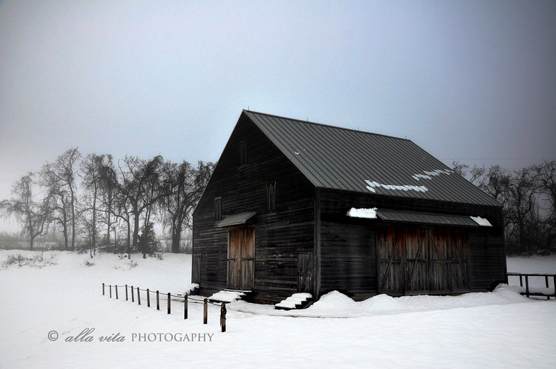 New World Dutch Barn in Winter #2B