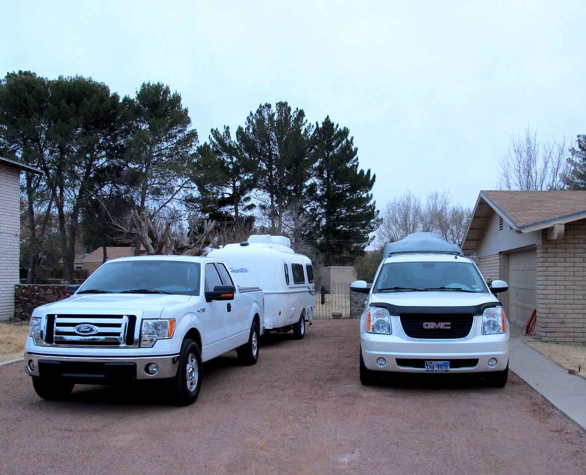 El Paso TX ~ My Ford & Casita overnighting at Luis's place, next to his GMC and covered Casita. Thanks, Luis & Carmen!