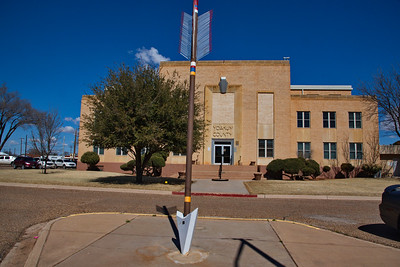 Yoakum_County_Courthouse_front_RAW0588